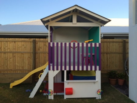 Medium Fort with cafe, blackboard and sandpit